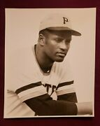 Roberto Clemente Vintage Team Issue Stadium Give-away Photo Trimmed