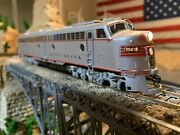 Ho Scale Proto 2000 E8/9 Dc Powered Diesel Locomotive Burlington Amazing Detail