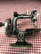 Vintage Childand039s Singer 20 Sewhandy Sewing Machine In Carrying Case