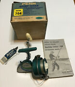 """Vintage Green Penn """"the New 704 """" Spinning Reel W/original Box And Manual"""