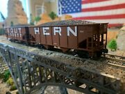 Ho Scale Athearn Rtr Southern 34' 2 Bay Hopper 2 Pack Metal Couplers Very Nice