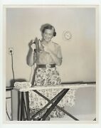 Post Wwii Atomic Age 1955 Press Photo Cheery Ironing Suburban Housewife Ideals