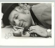 Frog Lifts Barbell Poses With Old Man Funny 1950s Vintage Unusual Press Photo