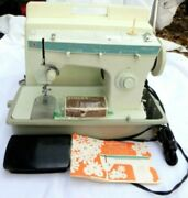 Vintage Singer Fashion Mate Sewing Machine 258 W/ Foot Pedal, Case, Accessories