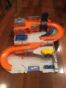 Hot Wheels Stow And Go Folding Race Track Service Station Dmw90 Mattel 2015