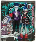 Monster High Love's Not Dead Slo Mo And Ghoulia Yelps Doll Set