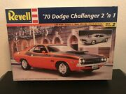 Revell '70 Dodge Challenger 2'n 1 124 Scale