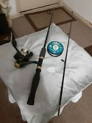 Spinning Fishing Rod Shakespeare 5' And Reel Bass Pro Shops W/extra Fishing Line