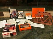 Lionel 6-2717 Extension Bridge 62309 Mechanical Crossing Gate And 62413 Rr People