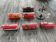 Lot Of 6 Vintage 40's Tin Train Cabooses W/ Railroad Crossing Signs Marx