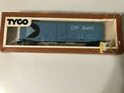 Canadian Pacific Ho Mechanical / Plug Door Reefer Tyco Cp 9208