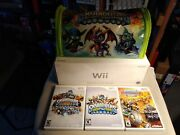 Wii Skylander Giants Console 24 Action Figures/2 Portals/carry Bag/and Xtra Games