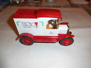Ertl9353 Strawberry Point 1913 Ford Model T Delivery Bank 1/25 Scale Nos