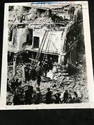 Wire Press Photo C.1940 Wwii Bombing Of Britain Fireman Soldiers On Ladders