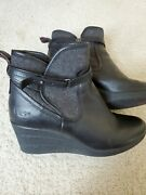 Uggs Womens Black Wedged Leather Fabric Ankle Boot Size 7