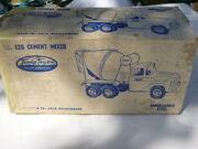 A Vintage 1960and039s Tonka Toys Tin Plate Cement Mixer Boxed