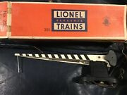 Lionel 252 Vintage O Operating Crossing Gate/box