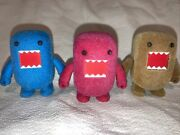 """2011 Domo 2"""" Qee Collectible Figure Red/pink Blue Brown Lot Of 3 Flocked Toy"""