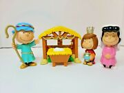 Peanuts Charlie Brown Christmas Nativity Pageant Play Set Mini Figures