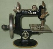 Collectible Vintage Childs Wood Handled Cast Iron Singer Sewing Machine 20