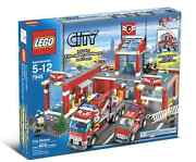 Lego Town City Fire 7945 Fire Station New Sealed Fireman Rescue