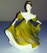 Royal Doulton - Full Sized - Figurine Hn2329 lynne 1970 - In Mint Condition