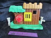 Fisher Price Little People Castle Fort Tree Robin Hood Hideout Forest Fence