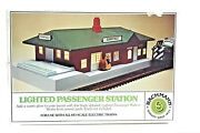 Bachmann 46-1217 Lighted Passenger Station H.o. Scale Electric Trains
