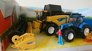 New Holland Cr9090 Combine With Tractor T7.270 And Trailer Scale Model 132 New