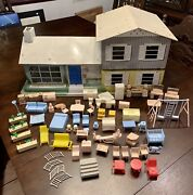 Vintage Marx 1960and039s 124 Tin Split Level Dollhouse And 60+ Pieces Furniture Etc