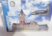Walthers 933-2943 Milwaukee Style Station And Train Shed New
