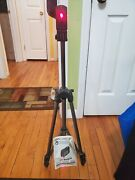 Bosch Gpl3 Self-leveling Alignment Laser With Compact Tripod