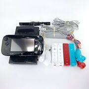Nintendo Wii U 32gb Deluxe Console And Gamepad And 4 Controllers