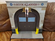 Diamond Select Toys Ghostbusters Firehouse And Rooftop With Figures