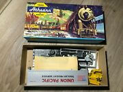 Athearn Ho Union Pacific Tractor And 40' Trailer. Kit 5492