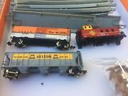 Bachmann N Scale 14 Pcs Track And 2 Freight And 1 Caboose No Trucks