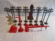 Vintage Post Wwii Marx Train Lines O Gauge Plastic Telephone Poles And Signals