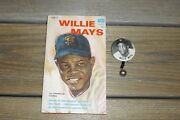 Vintage 1950's Willie Mays New York Giants Pm10 Pin + Paperback Copyright 1966