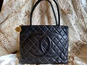 Authentic Cc Logo Caviar Quilted Leather Medallion Tote Bag Purse C301
