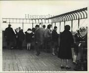 1967 Press Photo Visitors To The Observation Deck Of The Empire State Building