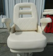 Grady White Deluxe Ii Helm Seat W/ Fold-up Padded Arms - Diamond Pleated