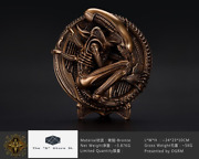 Extremely Rare Limited Edition Collectible Predator Bronze Alien Plate Decor