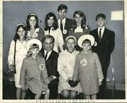 1966 Press Photo Industrialist Howard J. Samuels With Family At Hotel Syracuse