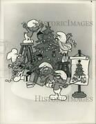 1988 Press Photo Smurfs Decorate Tree In The Smurfs Christmas Special On Nbc
