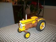 Minneapolis Moline M602 Toy Tractor 1/16 Oliver Wide Front