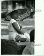 1988 Photo Ruby Flanagan Waiting For Rain To Stop 8x10