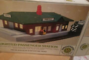 Bachman Lighted Passenger Station 3015 Ho-scale
