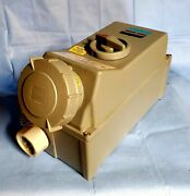 Nos Crouse-hinds Interlocked Arktite Receptacle W/switch Csr64a Model M3