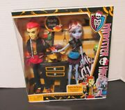 Nib Monster High Home Ick Heath Burns And Abbey Bominable 2 Pack