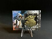 Star Wars Mandalorian Season 1 Medallion Card Gold Scout Trooper And Child /25